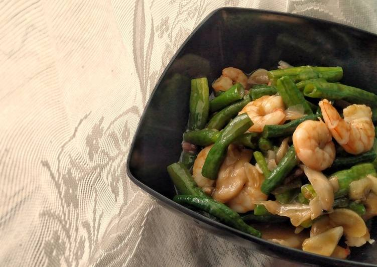 How to Cook Tasty Long Beans and Prawns in Oyster Sauce