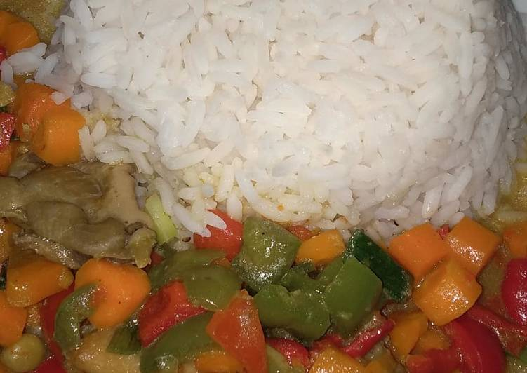 Rice and chicken curry sauce with coconut milk