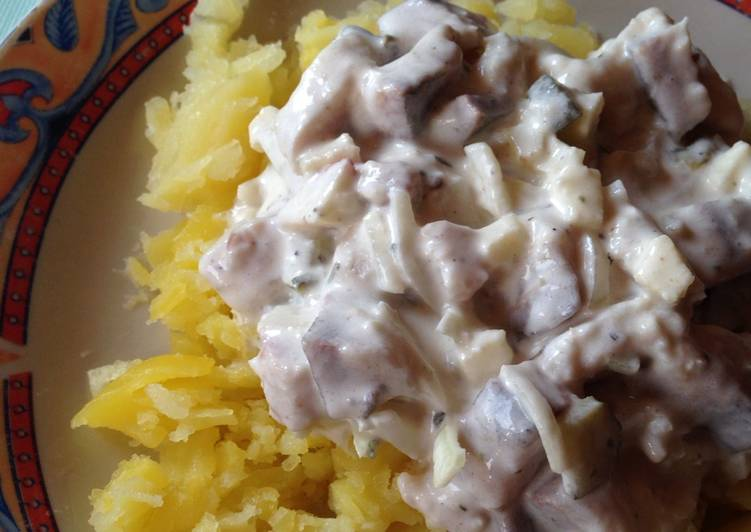 Recipe of Award-winning Matjes Herring Salad (Matjesfilet Hausfrauenart)