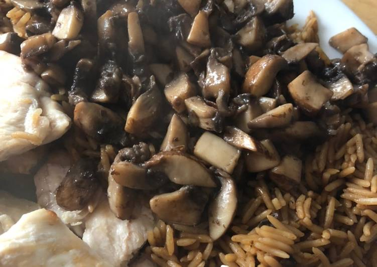 Step-by-Step Guide to Make Speedy Dry-fryed Chicken with Mushrooms and Mushroom Rice