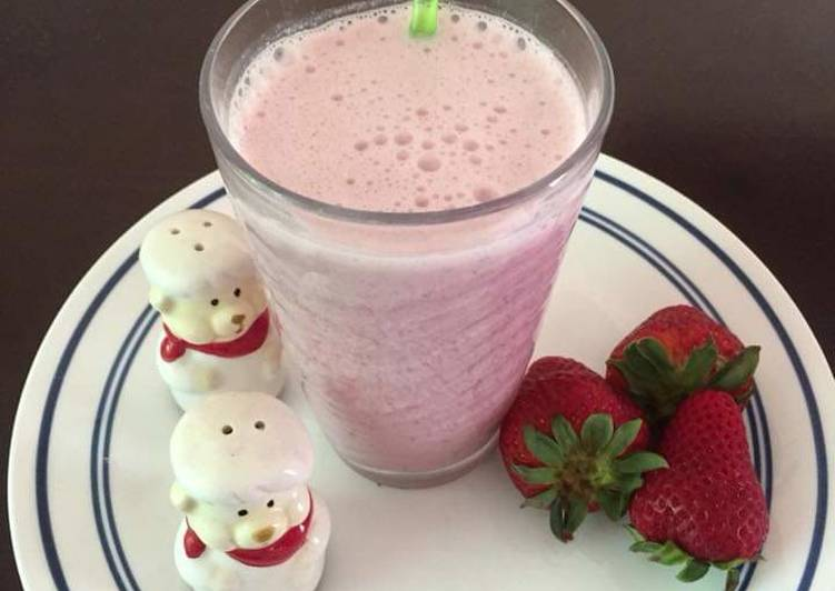 Recipe of Ultimate Strawberry Banana Smoothie