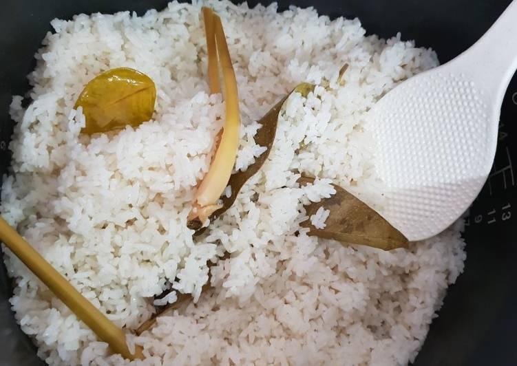 Nasi uduk ini sy masak nya pke dandang