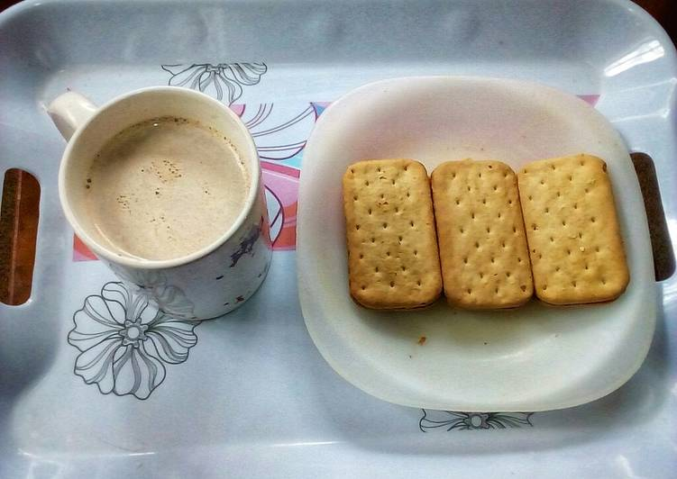 Sweet Onions Crackers and Chocolate Drink