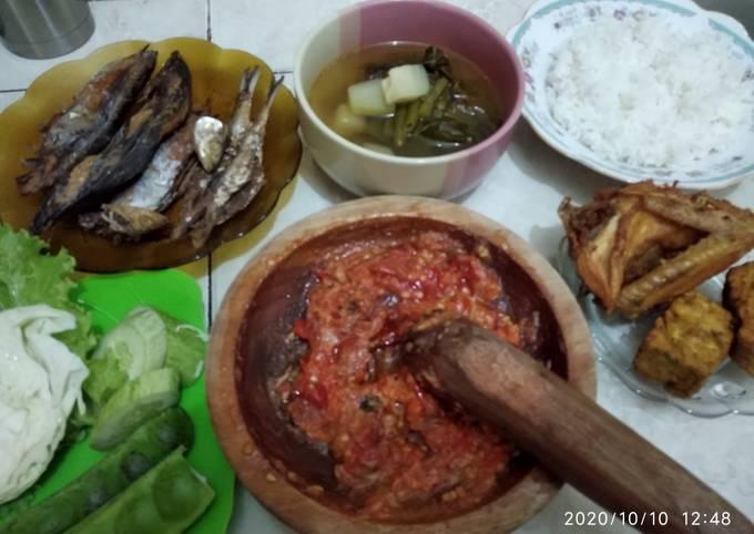 sayur asem, sambel, tempe bacem goreng (khas sunda) - resepenakbgt.com