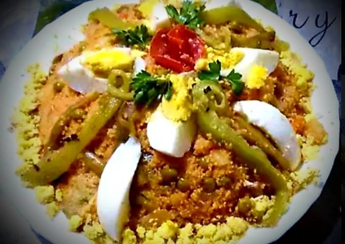 Couscous and steamed vegetables (tamakfoult=masfouf)