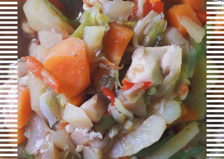 Tumis dada ayam dengan sayur wortel dan kentang