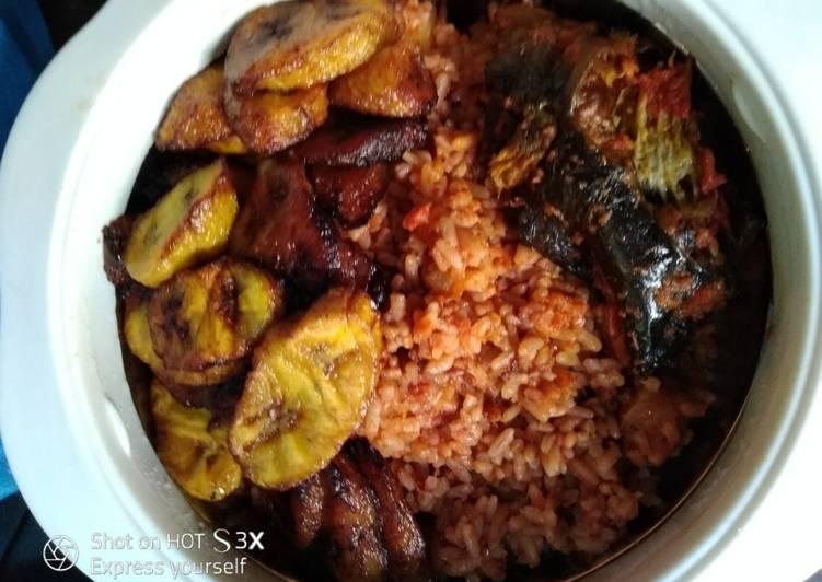 Foods That Make You Happy Pineapple jollof rice #abjmom #MyHubFav