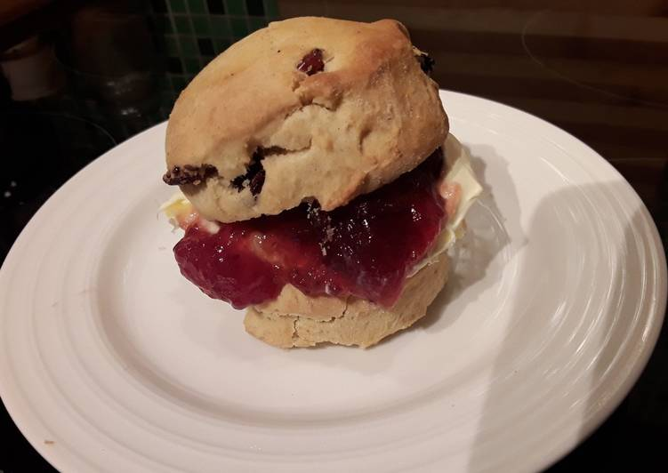 Sig's Simple Fruit Scones