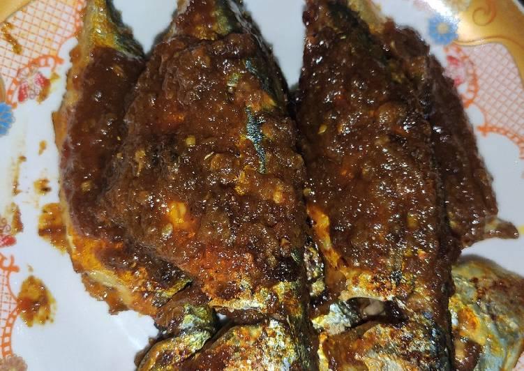 Ikan kembung bakar bumbu rujak