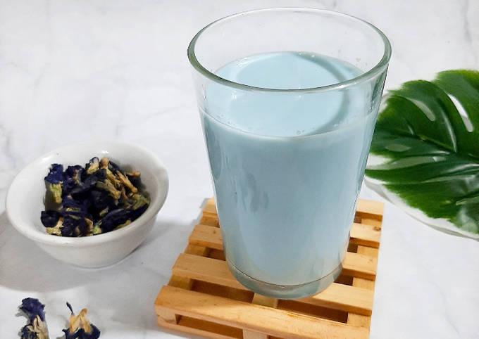 Blue Milk Tea (Teh Susu Bunga Telang)