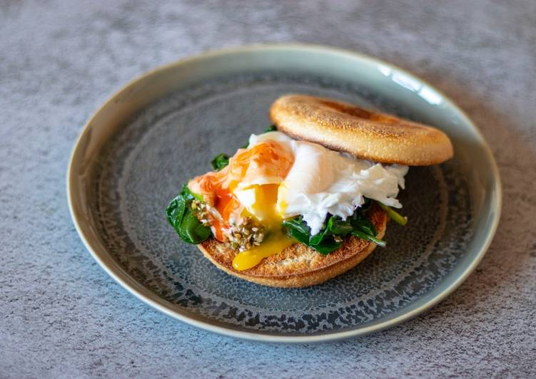 Poached egg on sriracha mayo, Toasted bagel and Korean spinach