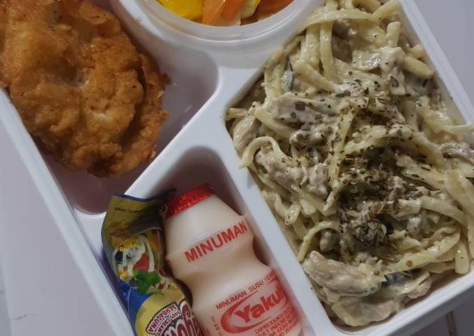 Bekal Suami Fettucini With Mushroom Sauce