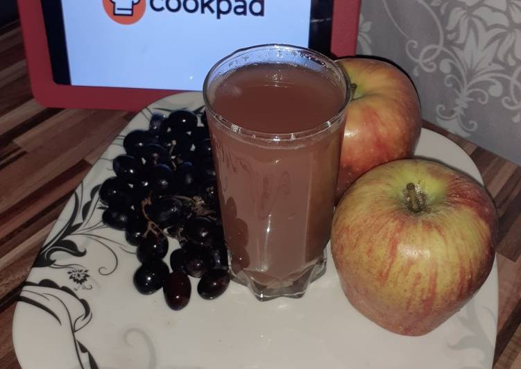 How to Prepare Quick Apple & Grapes juice