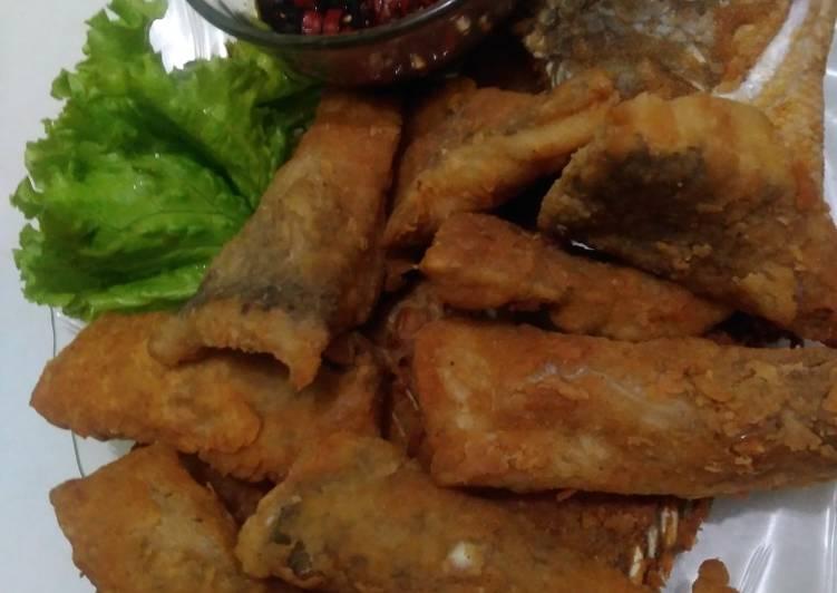Ikan gurame goreng tepung sambel kecap