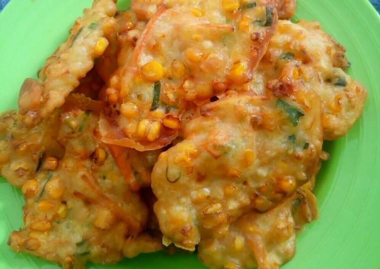 bakwan jagung wortel krispi foto resep utama Resep Indonesia CaraBiasa.com