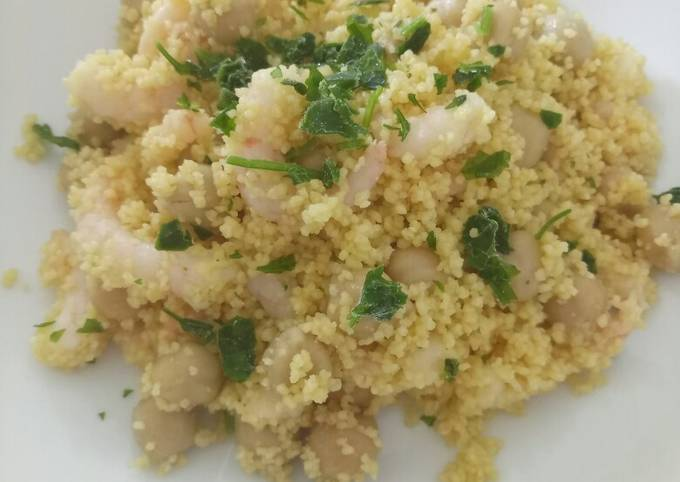 Cous cous salad with prawns and chickpeas