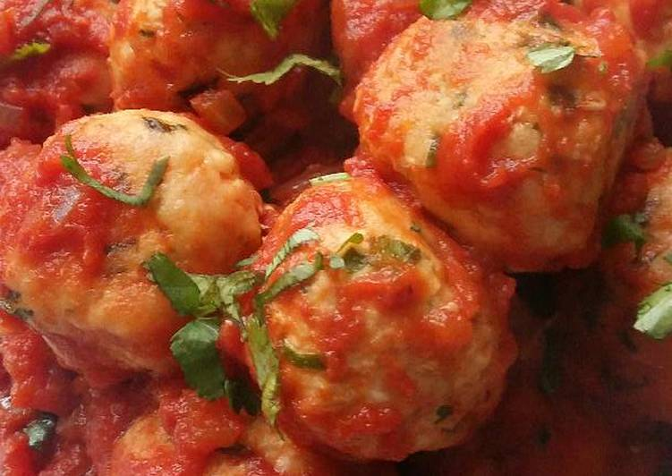 Vickys Chicken Meatballs in Tomato Sauce, GF DF EF SF NF