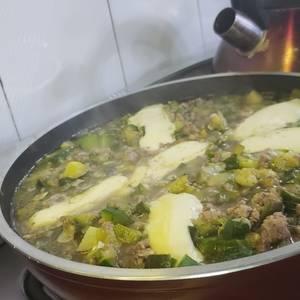 Revuelto de zapallitos verdes y carne molida fácil y rico