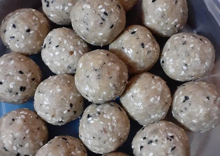 5 Minute Recipe of Favorite Peanut Poha Laddoo