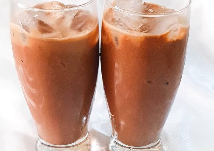 Chocolate shake (lassi)