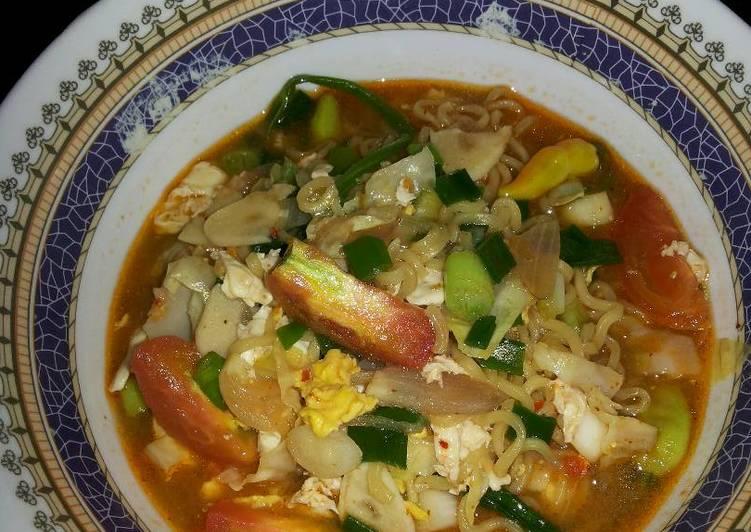 Resep Indomie rebus (kuah pedas asam) Paling Mudah