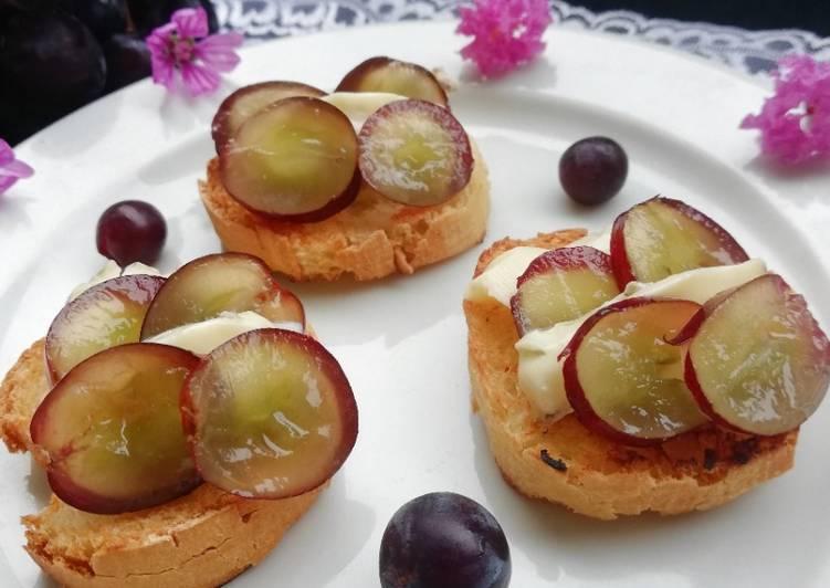 Recette Des Toast fourme d'Ambert et raisin noir