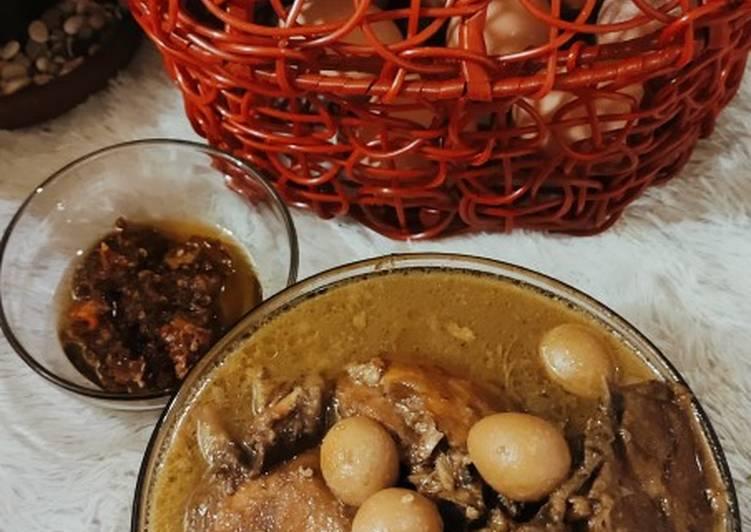 Opor ayam kuah coklat