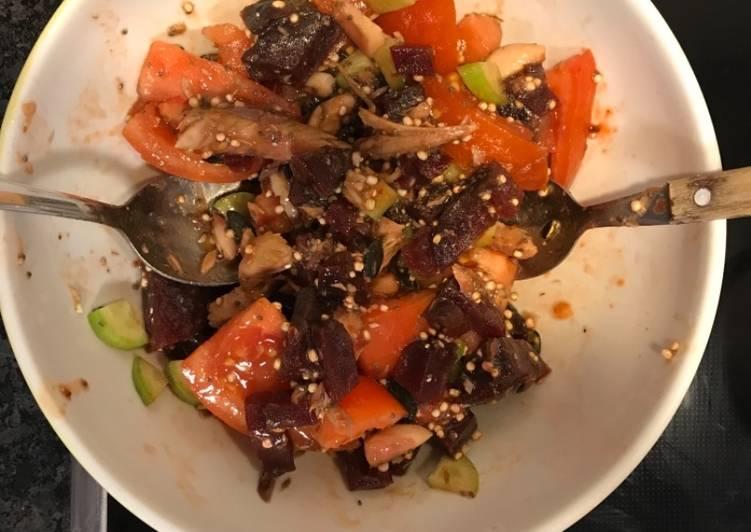 Salade de tomate, betterave, quinoa et thon
