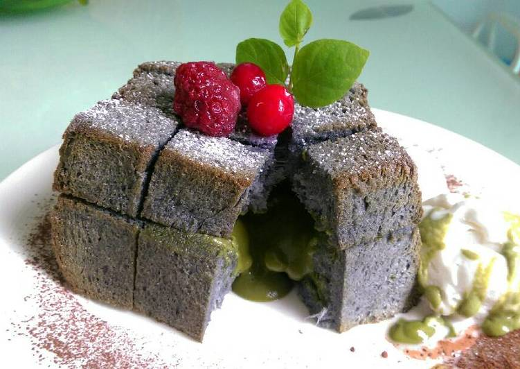 Green tea lava honey toast