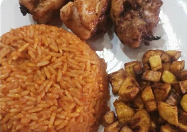 Jollof rice,fried dodo and fried chicken
