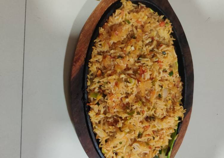 Recipe of Any-night-of-the-week Schezwan fried rice sizzler