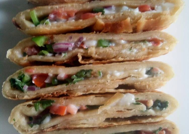 5 Minute Recipe of Royal Spicy omelette stuffed 'roti'