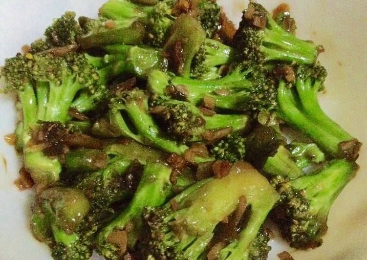 Ginger Garlic Broccoli Stirfry - Chinese Style