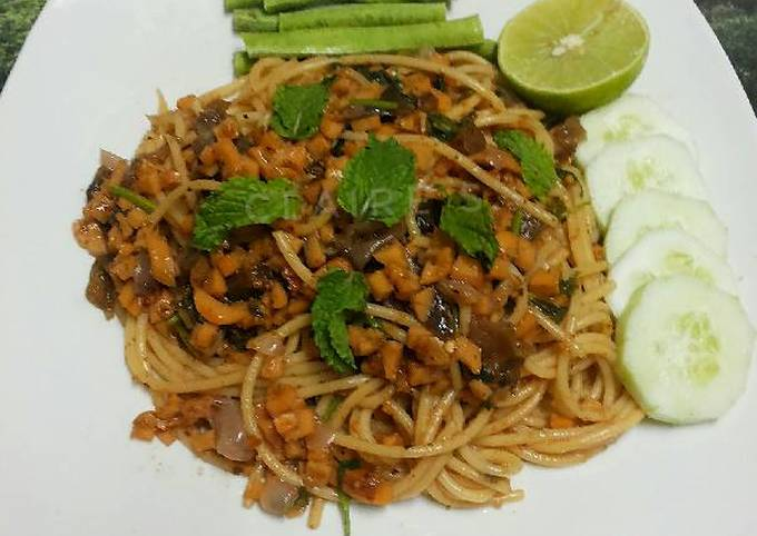 Thai Style LARB Spaghetti with Mushroom and Sausages