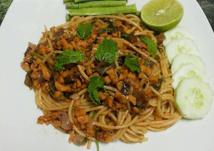 How to Prepare Favorite Thai Style LARB Spaghetti with Mushroom and Sausages