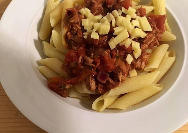 Pasta mit schneller Tomaten-Thunfischsauce