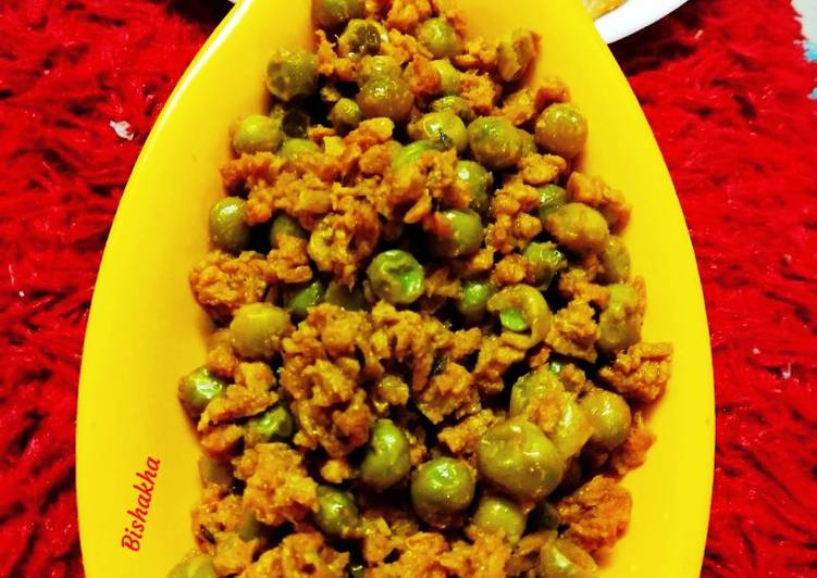 Step-by-Step Guide to Prepare Ultimate SoyaGranules Matar with PavBhaji Masala