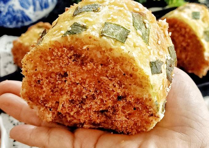 Meat Floss Roll Bread(Roti Gulung Abon)