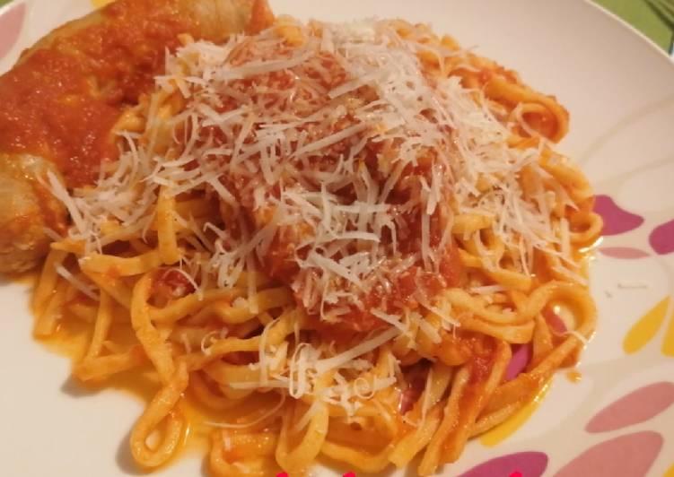 Spaghetti alla chitarra con ragù e salsiccia
