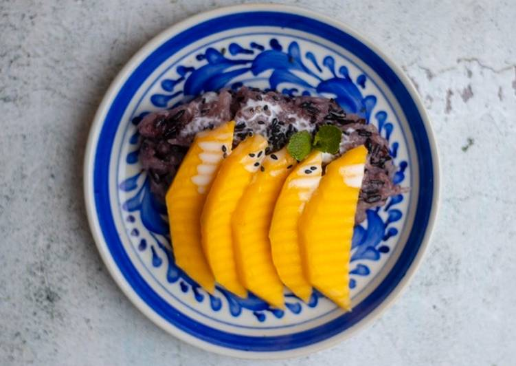 Sweet sticky rice with mango ?��