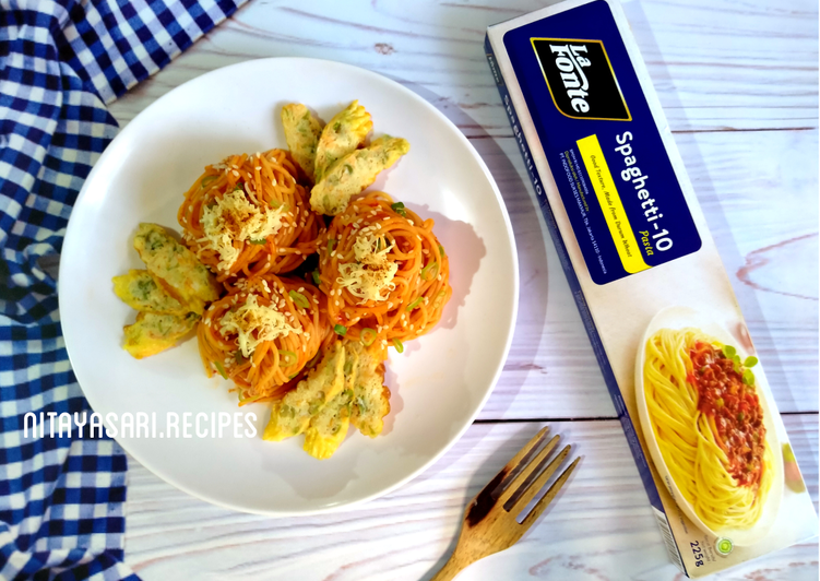 Spaghetti Gochujang Sauce and Stik Vegetable Egg