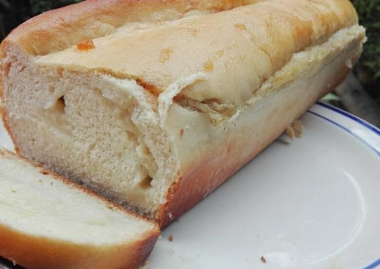 Pan brioche relleno de crema pastelera