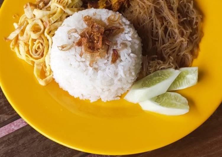Nasi Uduk (Magic Com) + Ayam Suir Bumbu Bali