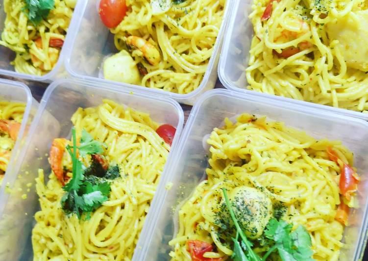 Recipe of Homemade Spicy yellow paste pasta