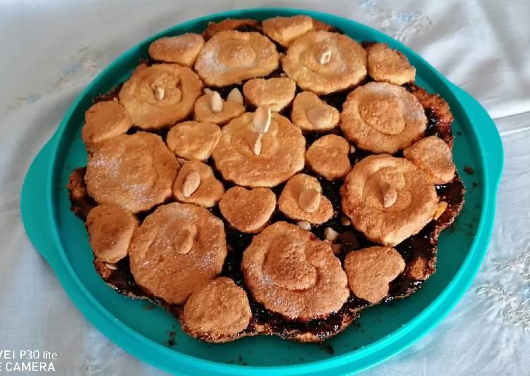 Ricetta Fiore di frolla con ciliege, cioccolata e mandorle🍒🍫