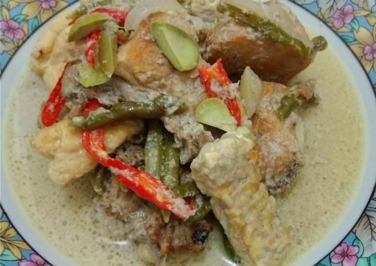 """Ayam gulai tauco ala """"Dapur Mayang"""""""