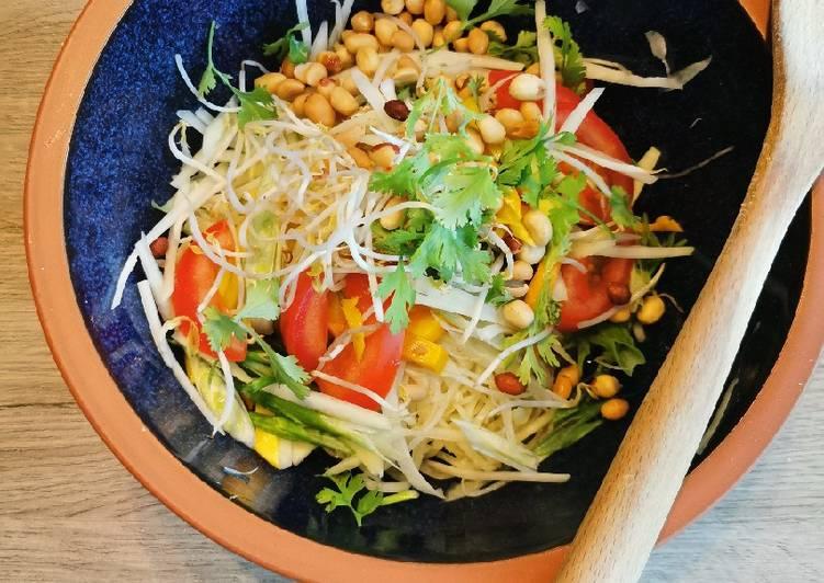 Thai green Papaya salad