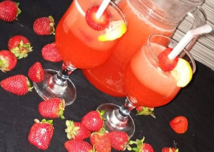 Pink strawberry lemonade 🍓🍓🍓