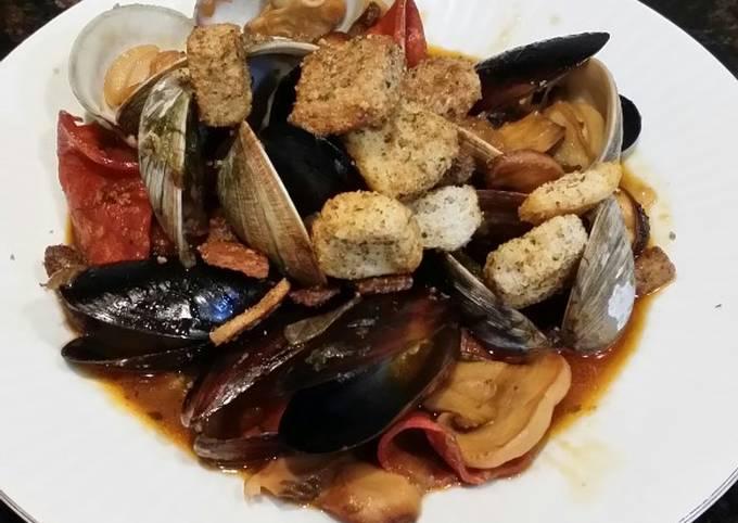Brad's steamed mussels & clams w/ chorizo, lemon & sherry