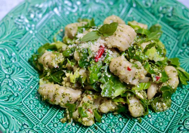 Homemade green pesto and fresh pasta